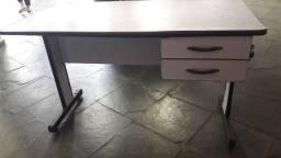 Título do anúncio: Duas mesas para escritório.