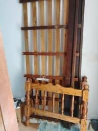 Cama solteiro de madeira + colchão de blinde 150,00
