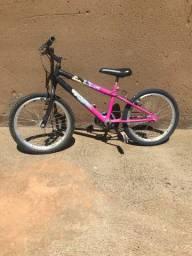 Vendo bike aro 20 com aro aero muito conservada top só pegar e andar