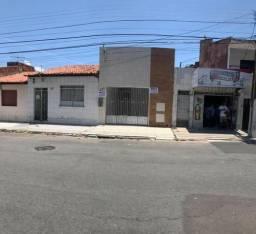 Casa na Av. Maranhão, c/ 5 quartos, Bairro Siqueira Campos