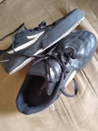 Sapato colegial novinho,marca Topper ele foi 100 dou dando a metade do valor