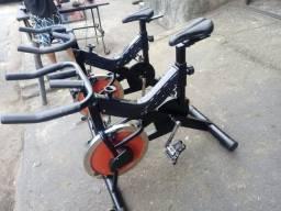 Bicicleta de spinning semi-nova com garantia