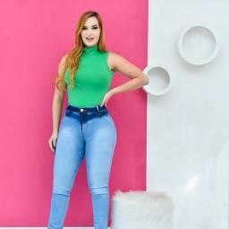Calça jeans no estilo levanta bumbum