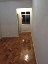 Apartamento em Copacabana, 2 quartos sendo 1 suíte