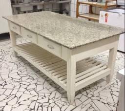 PROMOÇÃO -Mesa de madeira com tampo de granito andorinha