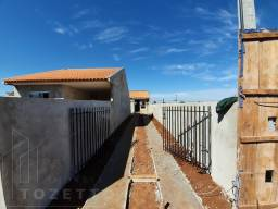 Casa para Venda em Ponta Grossa, Uvaranas, 2 dormitórios, 1 banheiro, 4 vagas