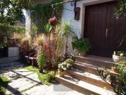 Casa para venda em Petrópolis com 3 Suítes Bairro nobre, Fácil acesso para o Rio de Janeir