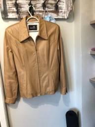 Título do anúncio: Vendo 3 casacos couro tamanho M. Perfeito estado.