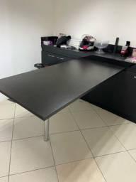 Mesa preta para escritório