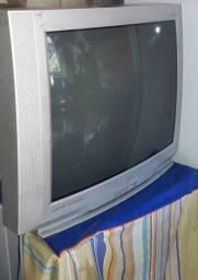 Vendo fogão industrial, TV e microondas