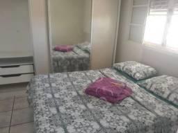 Suítes femininas em casa grande no centro de Marília
