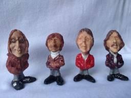 Miniaturas bonecos dos Beatles, somente estes 4