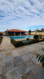 Aluga-se apartamento com piscina