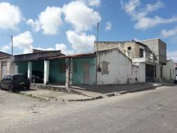 Vendo casa no conjunto Eduardo Gomes, bairro Rosa Elze