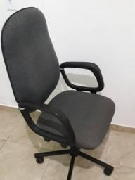Cadeira de rodinha novinha