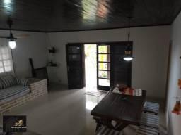 Venda casa com piscina com 03 quartos em condomínio de alto padrão, área gourmet coberta.