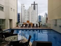 Apartamento grande alto padrão mobiliado à venda com garagem para até 3 carros