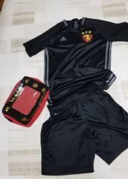 Kit infantil pouco usado com Camisa Adidas Sport, Calção Nike, caneleira e meia Umbro.
