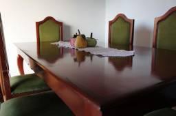 Conjunto Mesa de Jantar em Mogno