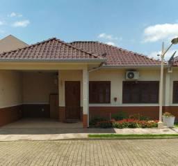 Linda casa mobiliada em condomínio