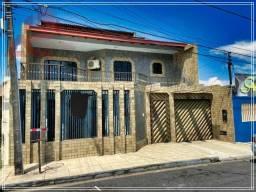 Casa 3 Andares (Santos Dumont) - 5 Quartos sendo 2 Suítes c/ Closet, Sala 2 Ambientes.