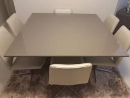 Conjunto de Mesa e Cadeiras de Alto Padrão.