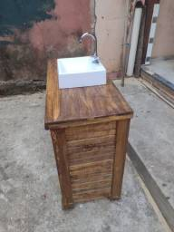 Gabinete de madeira maciça rústico