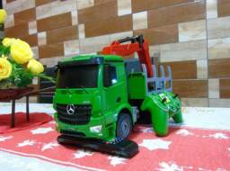 Miniatura caminhão Mercedes Benz