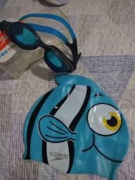 Óculos e touca de Natação.