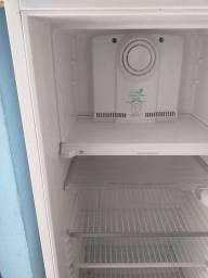 Vendo uma geladeira Consul selo ceco conservada funcionando bem por apenas