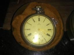 Dois relógios antigos de bolso