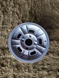 Uma roda aro 14 furacão 4 x 130