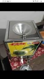 Título do anúncio: Vendo maquina de gela agua de coco maquina nova uzada 2 vezes