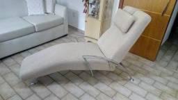 Chaise super nova com pés cromados e várias posições, muito confortável