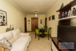 Amplo apartamento com dois dormitórios e box fixo coberto em condomínio tradicional no bai