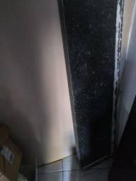 Pedras de mármore, e uma porta!