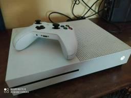 Xbox one s ,funcionando perfeitamente!!!! Troco em iPhone