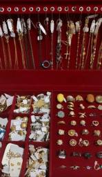 Vendo maleta de semi-joias