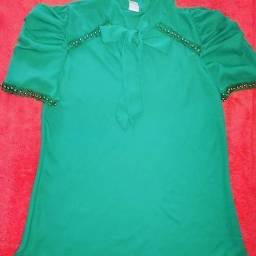 Título do anúncio: Blusa de lacinho com pequenas pérolas, cheia de glamour