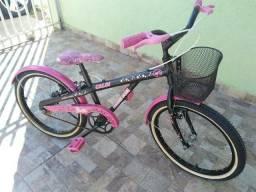 Bicicleta Caloi Barbie aro 20 com cestinha