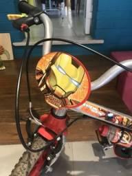 Bicicleta homem de ferro
