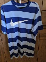 Camiseta Nike Sportswear Swoosh