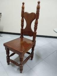 Cadeira rústica de madeira de lei