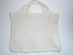 Bolsa Branca Em Formato Retangular De Crochê
