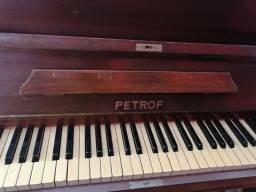 Piano PETROF ótimas condições.