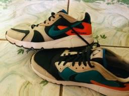 Vende se tenis Nike Atsuma