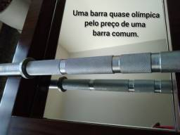 Barra quase olímpica, com preço de barra comum.