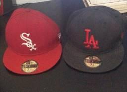 Título do anúncio: 2 Bonés New Era 59fifty tamanho 7 1/4. Vermelho dos Sox e Vermelho com Preto dos Dodgers