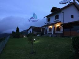 Linda casa tipo clube no alto do Cascatinha. Terreno com 2.000mts
