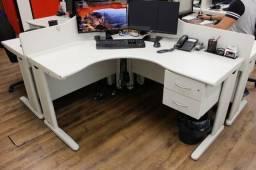 Estação de trabalho com 4 mesas